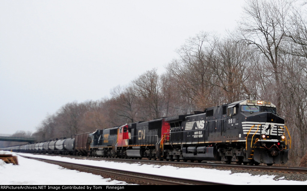 NS 9911 leads  K637  north on the River Line