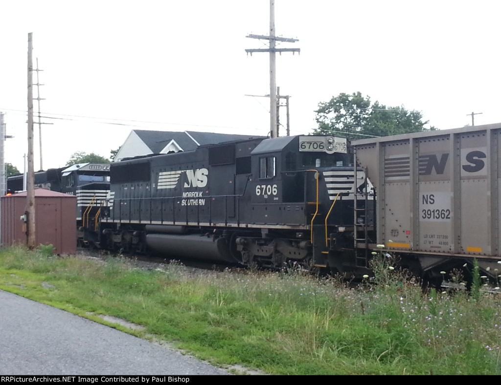 Going away shot of NS 6706