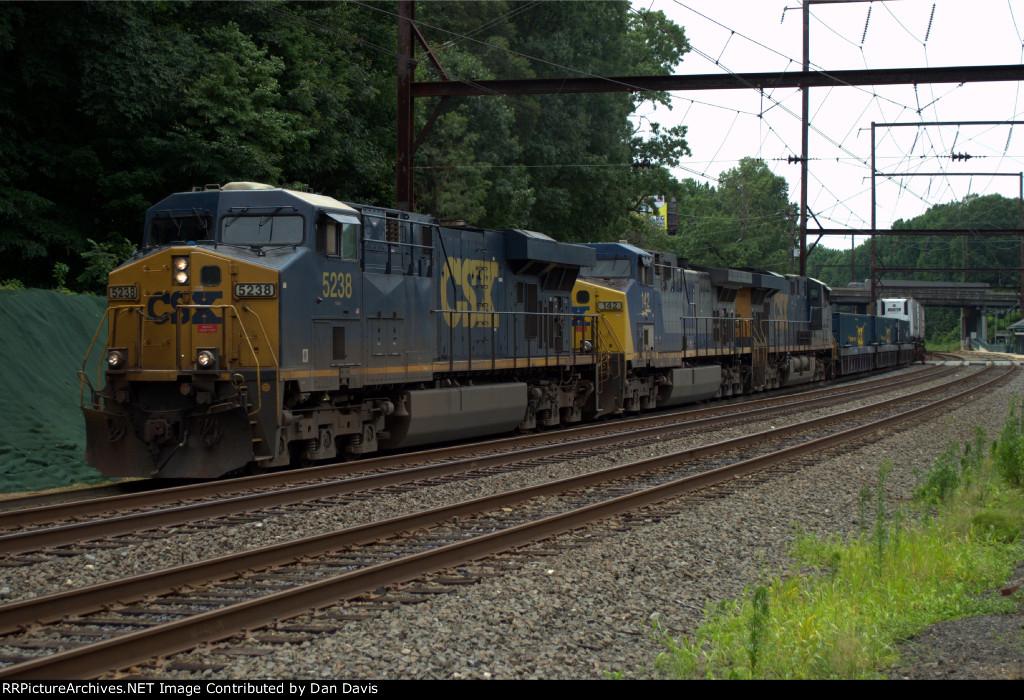 CSX ES40DC 5238 leads Q032-10