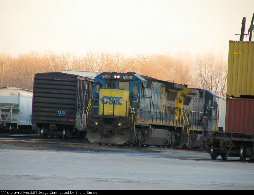 CSX 7525 as lead and it has a brand new K5LA