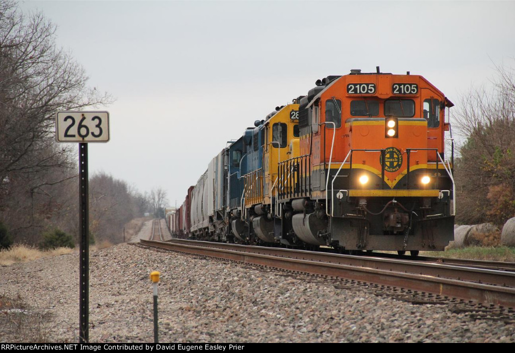 BNSF 2105 Over The Hump.