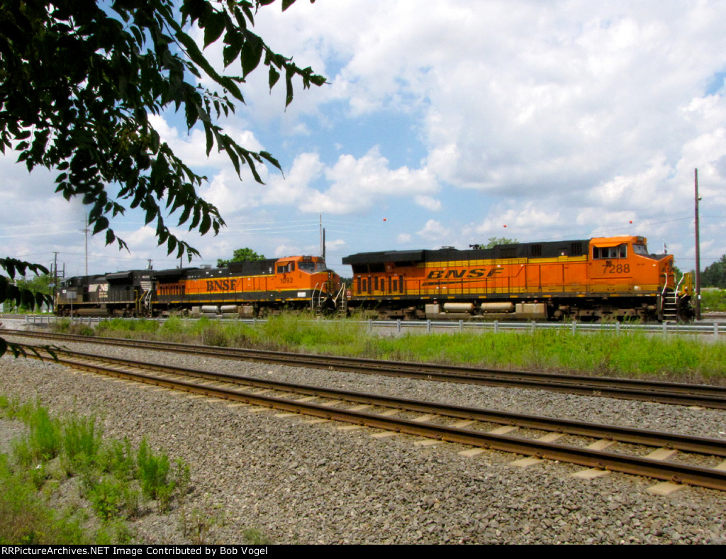 BNSF 7288 and 1092; NS 1035