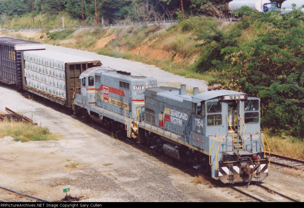 Rare Photo of a vintage set of locos on a CSX Yard Job crawls through the yard