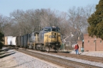 CSX 7706 waiting for a northbound
