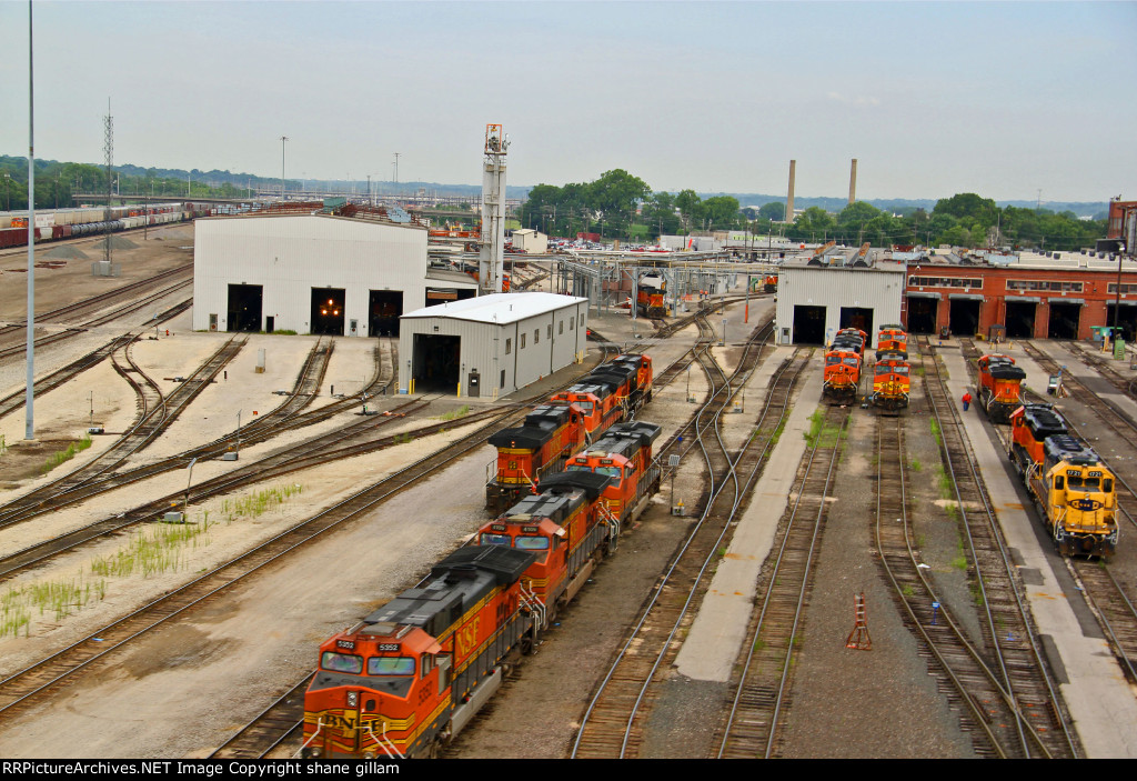 BNSF 5999 and More Ge's.