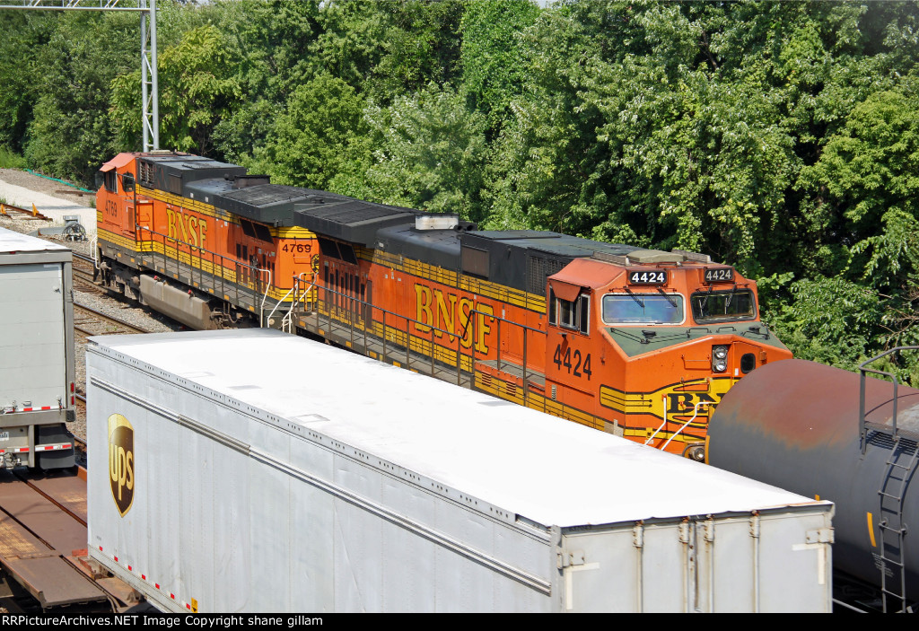 BNSF 4769 and BNSF 4424 Roster shot's