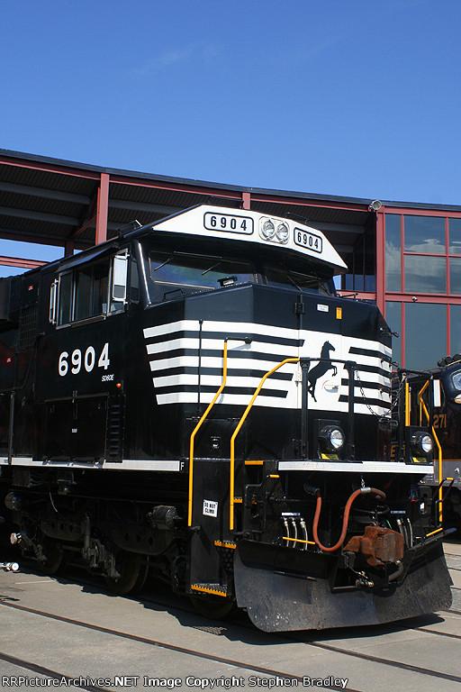 NS SD60E 6904.