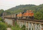 BNSF 5940 leads NS-72Z
