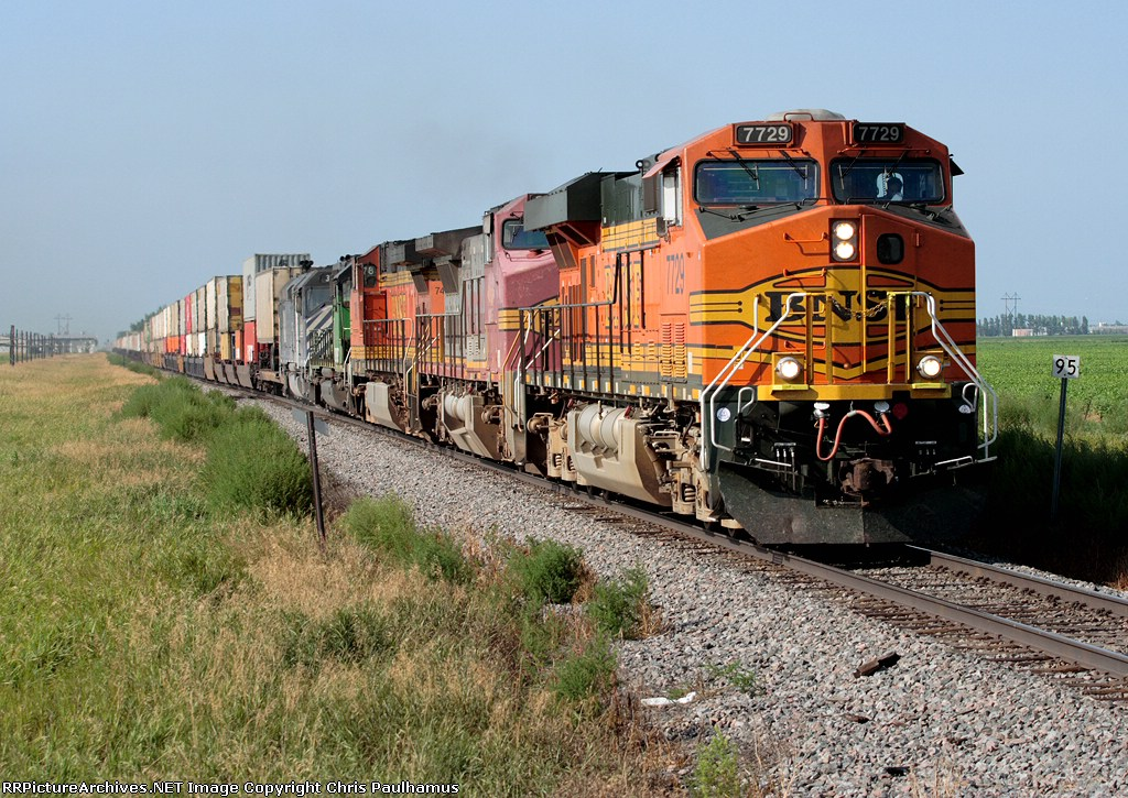 BNSF 7729 and MRL 390