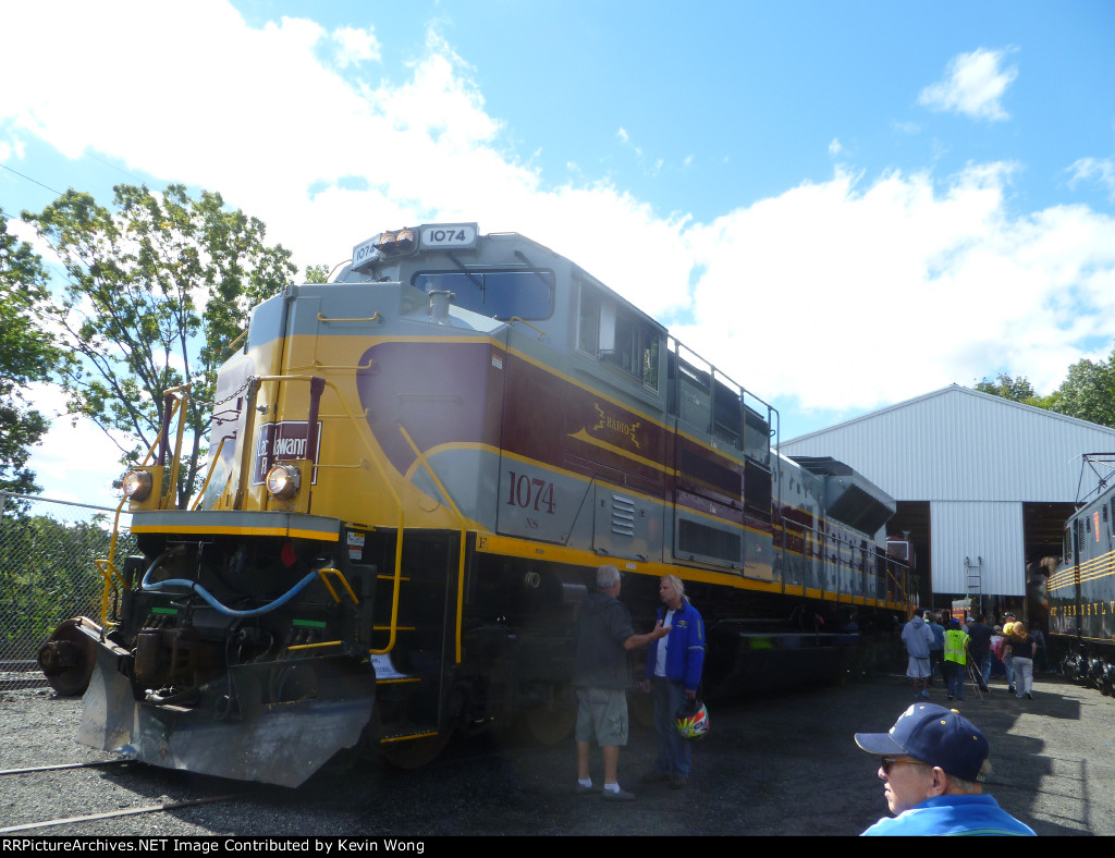 NS 1074 (Lackawanna Heritage)