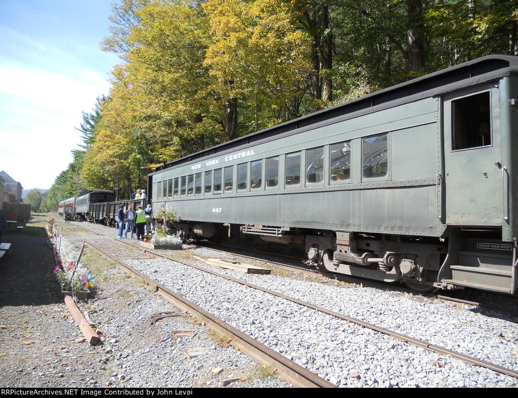 D&U Excursion Cars at Roxbury Station