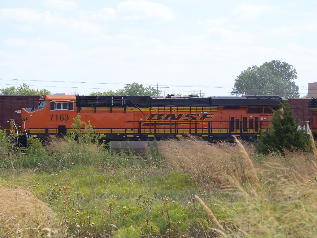 BNSF ES44C4 7163