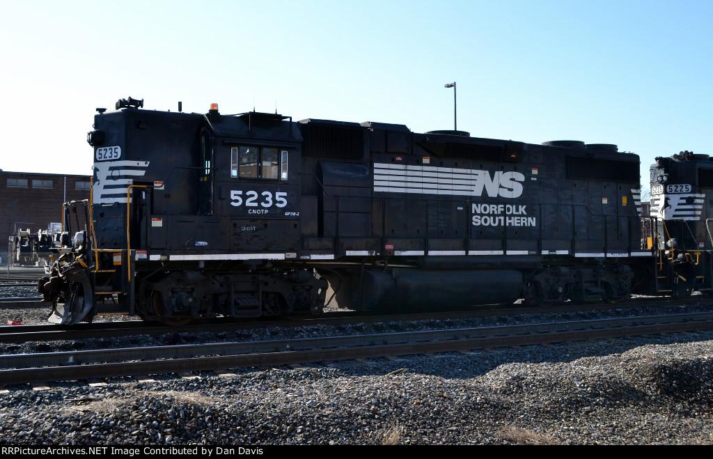 NS GP38-2 5235 leads YPCA-09