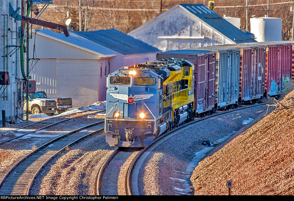 UP 1982 and NS 1069 Lead BNSF H-LINKCK1-29