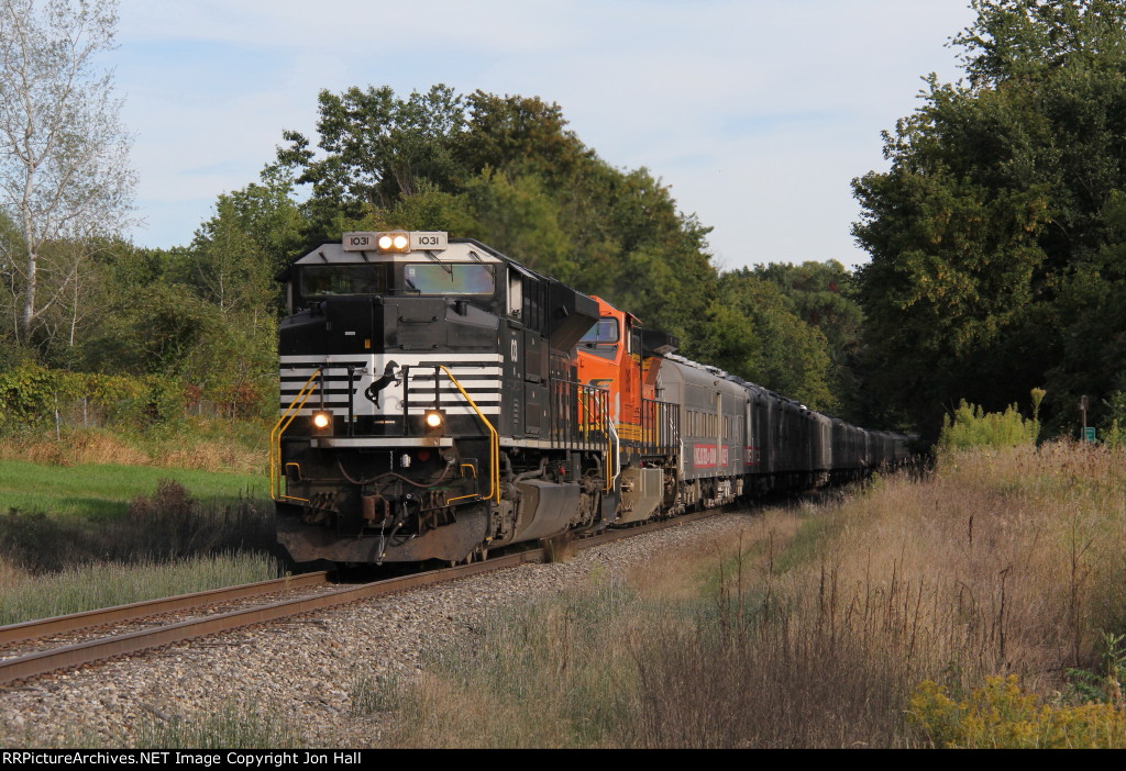GDLK700 rolls north at 25mph with the circus train