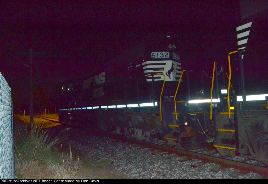 NS SD40-2 6132 leads 507