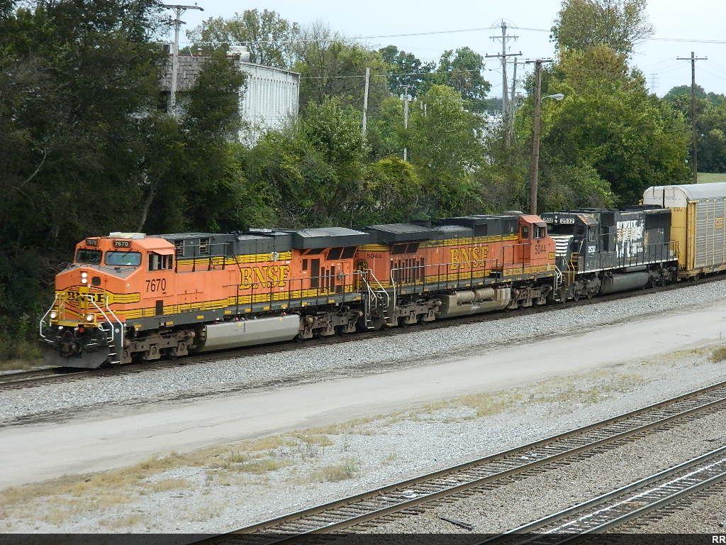BNSF 7670 (ES44DC) BNSF 5044 (C44-9W) NS 2532 (SD70)