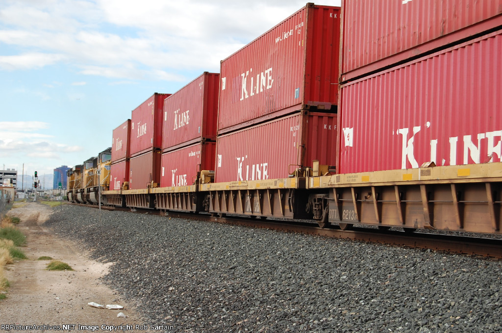 A 13,000 foot stack train takes the clear board westbound