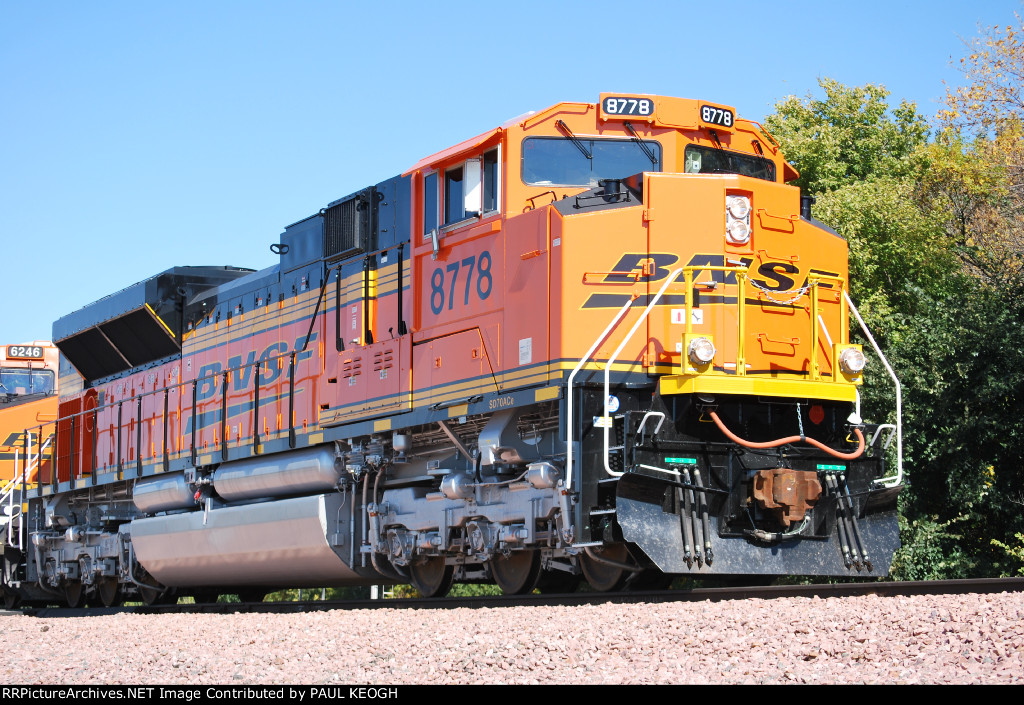 BNSF 8778 Finally gets A High BAll Green and starts to Pull towards BNSF Lincoln yard with only 3 hours left to make IT!!!