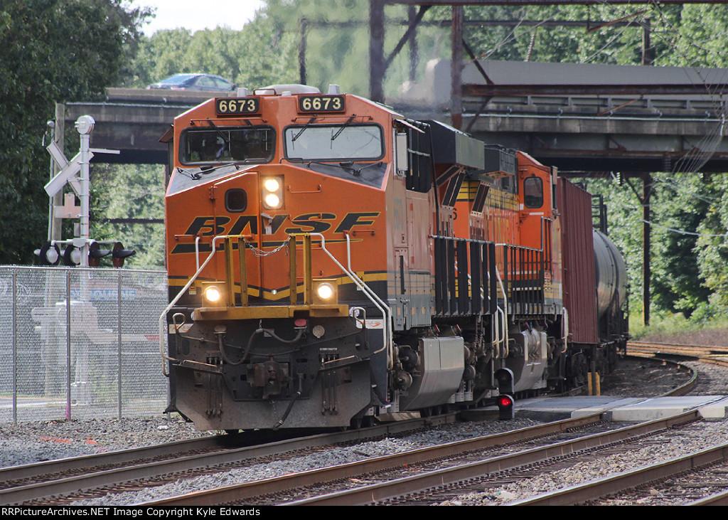 BNSF ES44C4 #6673 on K041-13