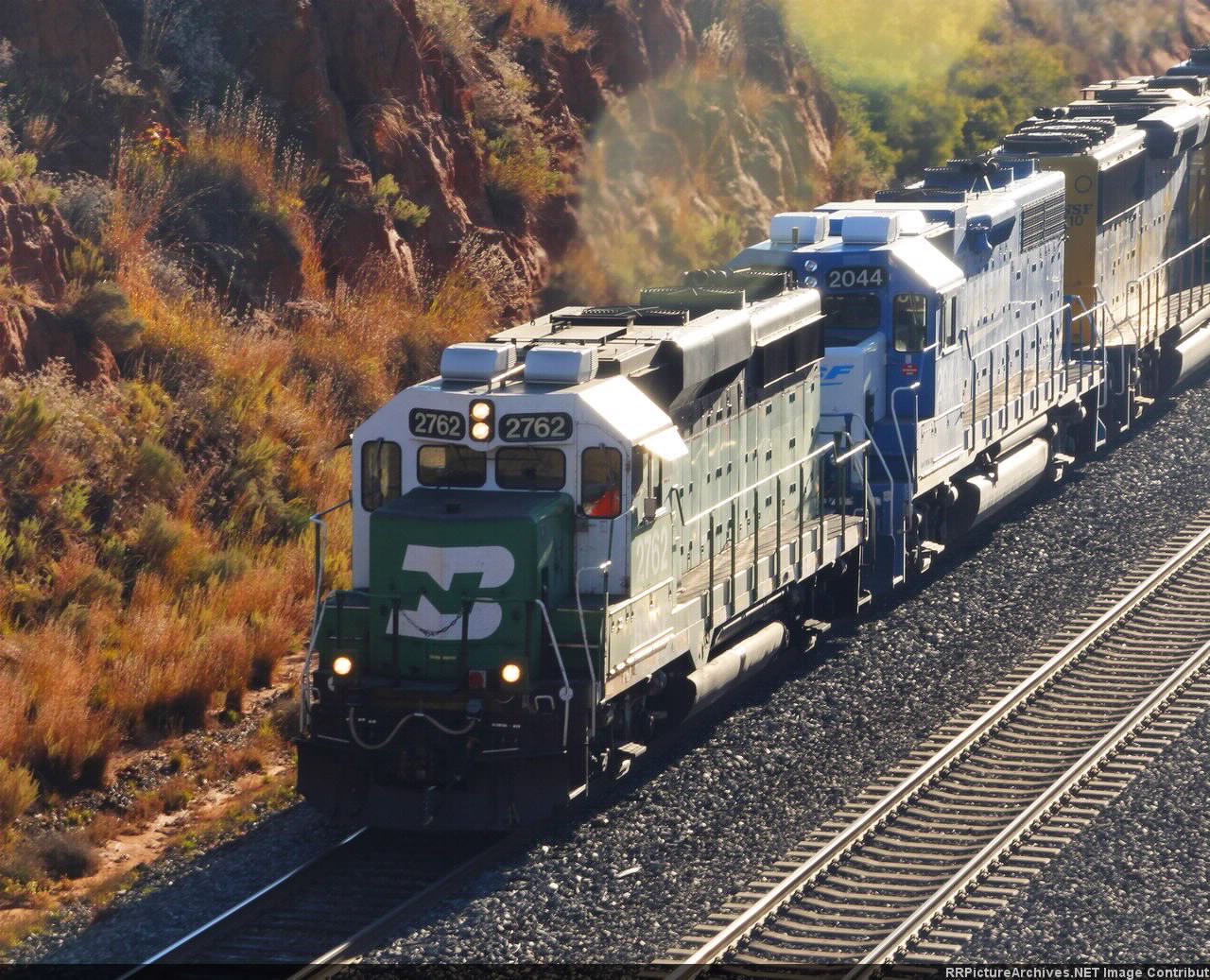 BNSF 2762 followed by BNSF 2044 Smurf engine