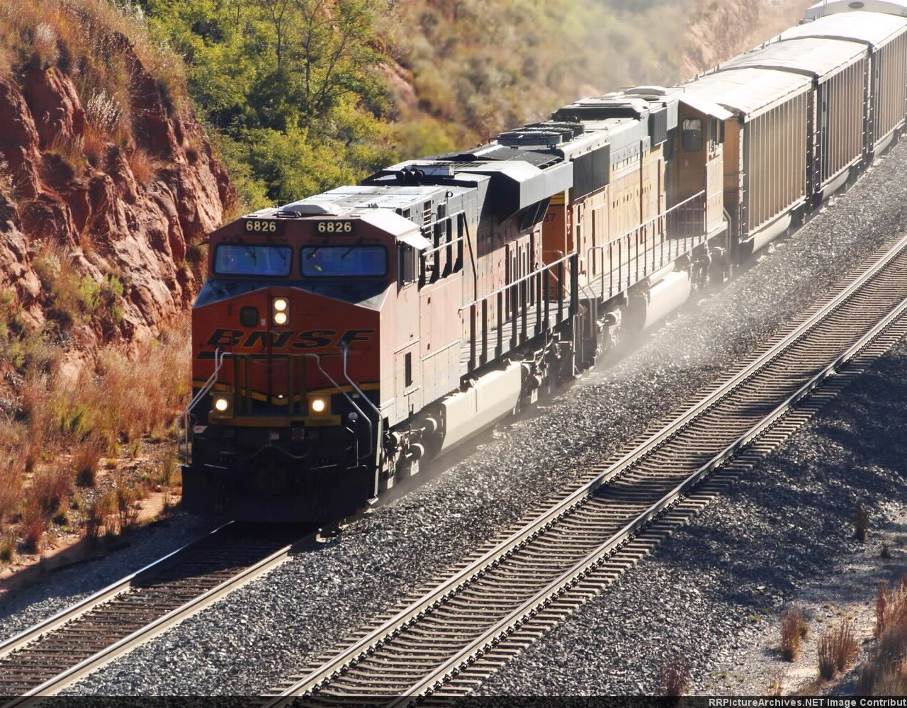 BNSF 6826 and 9887 sanding up the hill