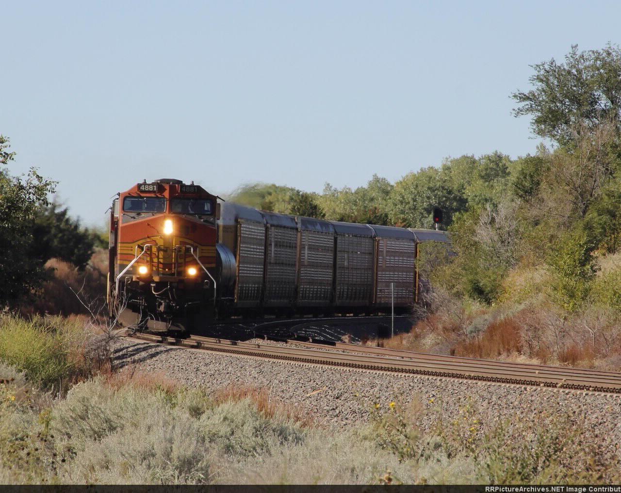 BNSF 4881 with autoracks