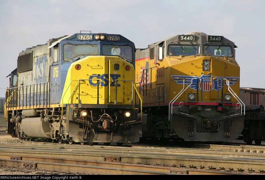 CSX 8765 and UP 5440