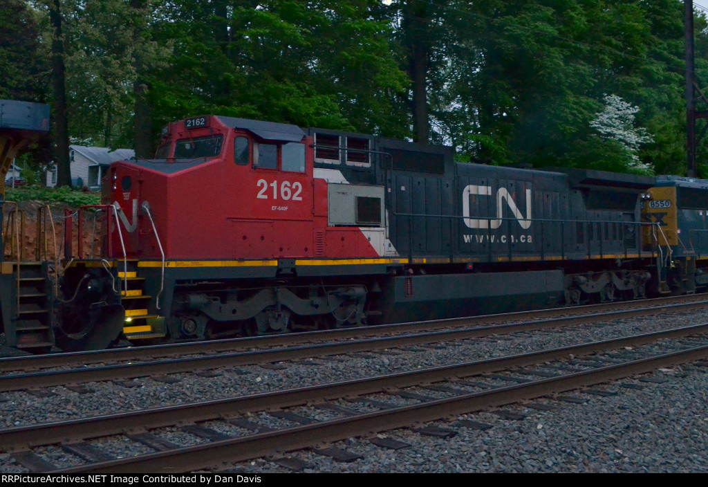 CN C40-8W 2162 trails on Q410-05
