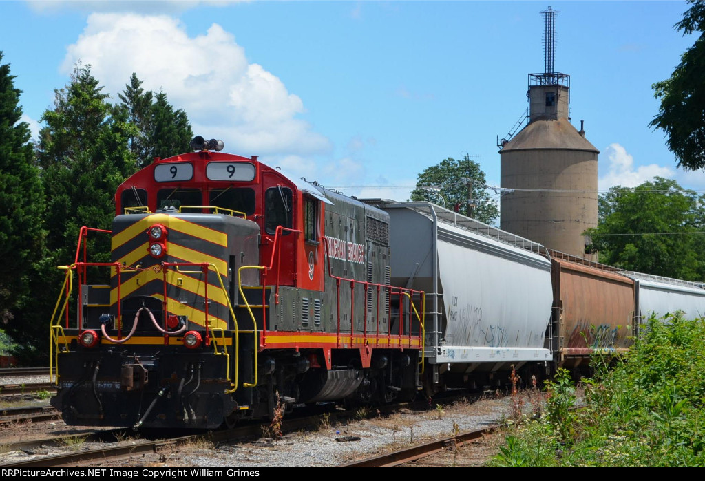 Local Z799 and C&O coal tower in the yard