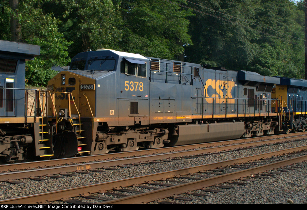 CSX ES40DC 5378 trails on Q034-24