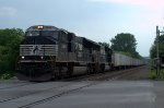 NS SD70M 2629 leads 262