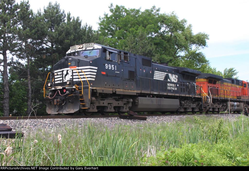 NS 9951 & BNSF 5639