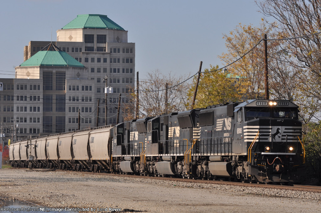 NS 6908 On NS 40 X Eastbound