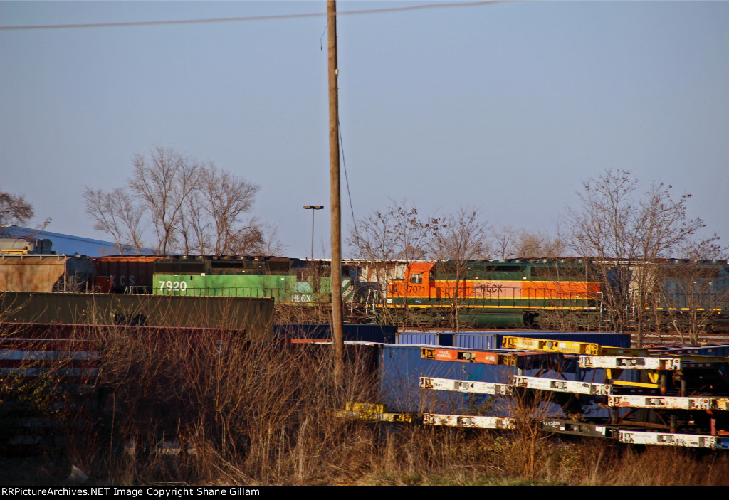 HLCX 7920 and more Ex BNSF Sd40's.