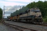 BNSF SD70MAC 9713 leads K040-04
