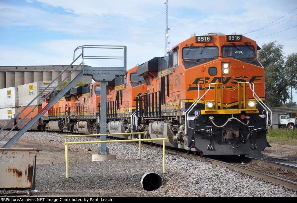 Eastbound intermodal changes crews