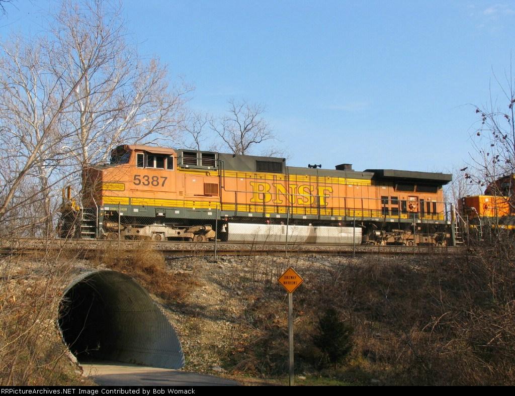 BNSF 5387