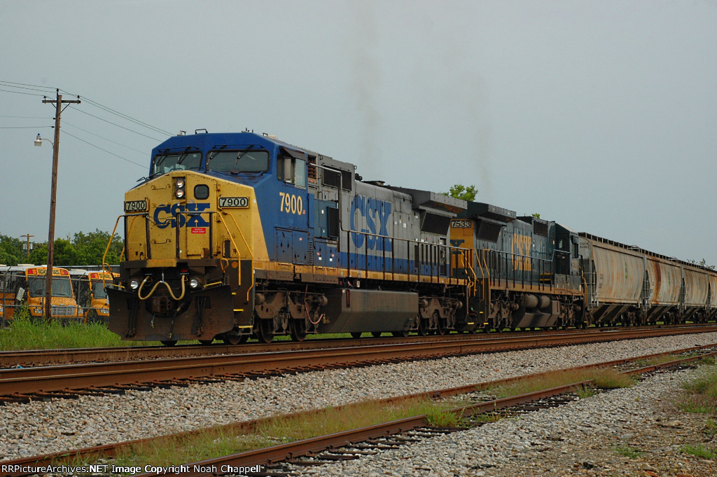 CSX Q688 with CSX 7900 near CSX Oakworth Yard