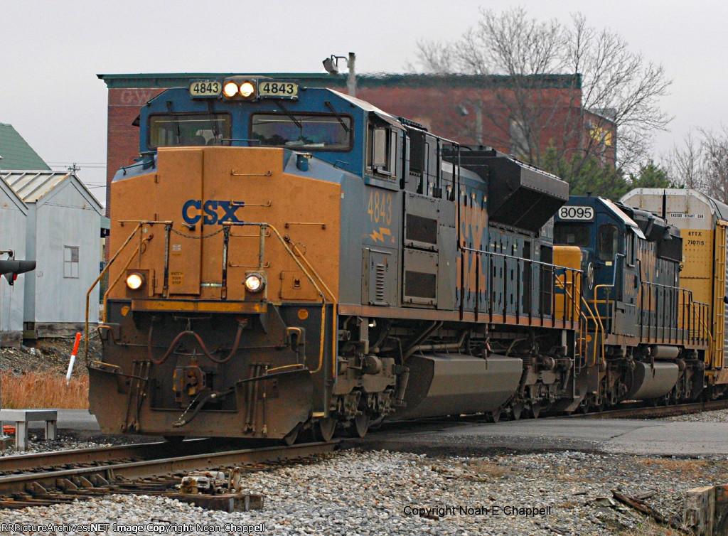 CSX 4843 with CSX 8095