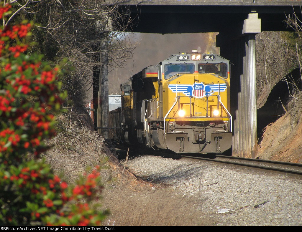 UP 4104 leads UP 7954 and UP 3957 through Marion, NC