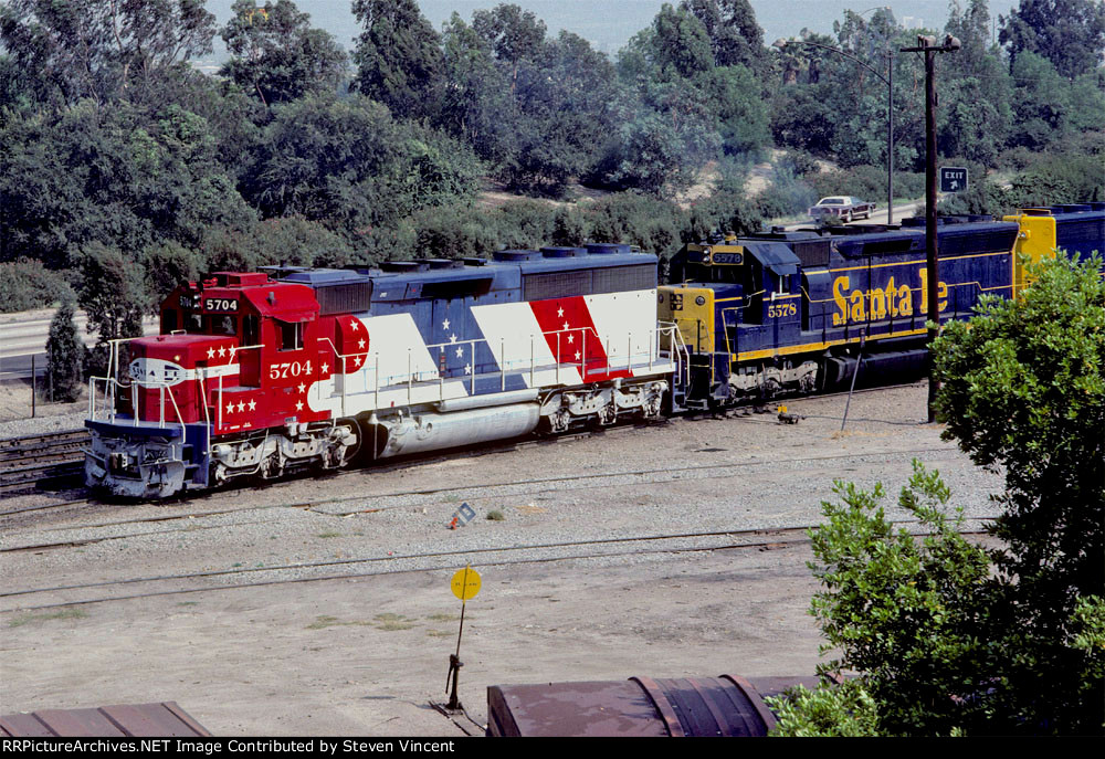 Santa Fe RWB #5704 (SD45-2) and #5578 (SD45) with #5653 make pickup.