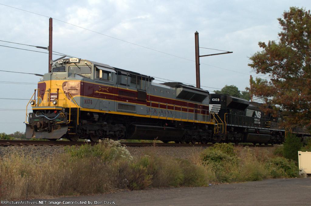 """NS SD70ACe 1074 """"Lackawanna"""" leads 17G"""