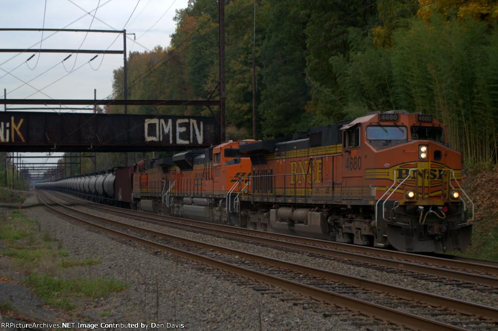 BNSF C44-9W 4680 leads K040-16