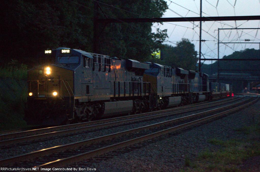 CSX ES44AH 3012 leads Q034-04