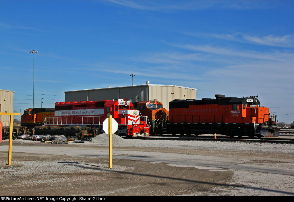 WAMX 3517 and other's sit at the TRRA yard.