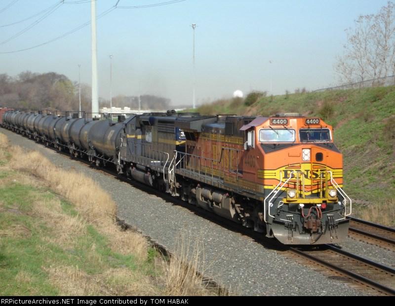 BNSF 4400 on CSX Q380-17