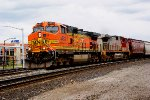 BNSF 4483 with hoppers