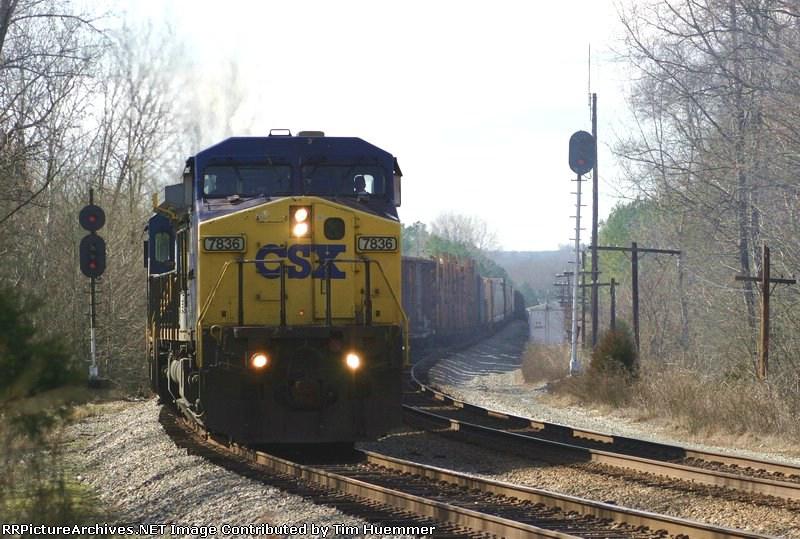 Q672 pulls into the siding