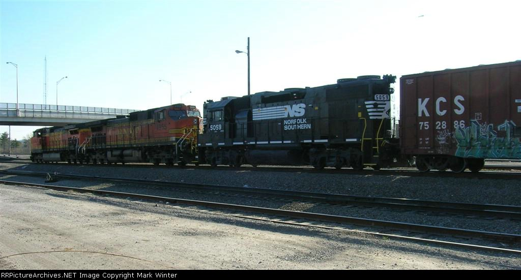 BNSF 4845 leading its consist toward the hump yard
